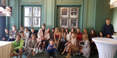 9b klase dodas uz teātri