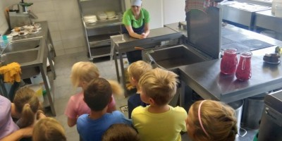 1.b klase iepazīst pavāra profesiju