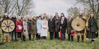 Valsts prezidents Egils Levits ar dzīvesbiedri Andru Leviti apmeklē UNESCO Pasaules mantojuma sarakstam nominēto Grobiņas arheoloģisko ansambli